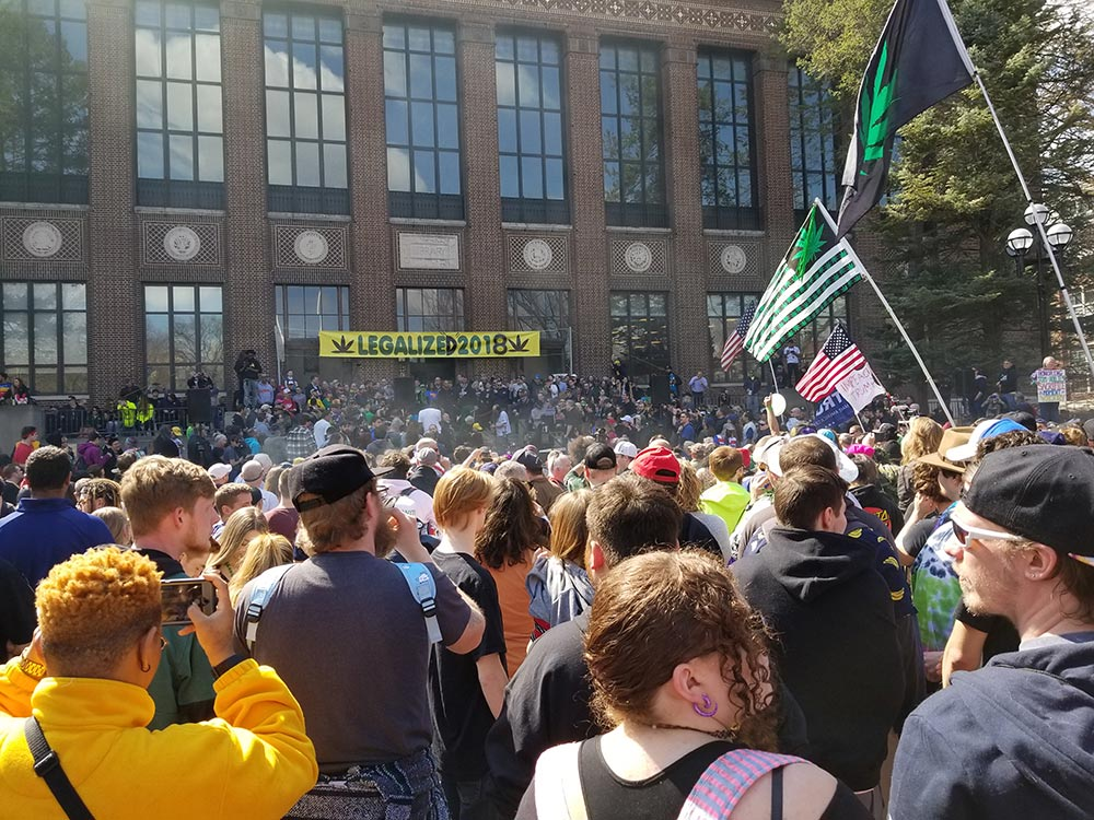 Hash Bash Crowd from the back